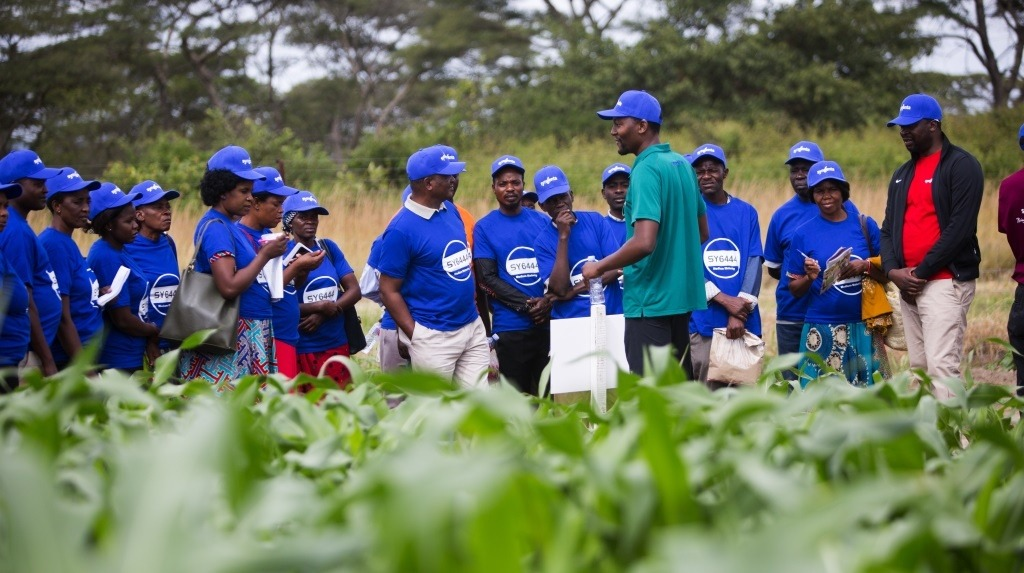 National Field Day - Farmers being addressed in field